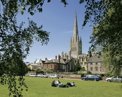 Norwich_cathedral_landscape